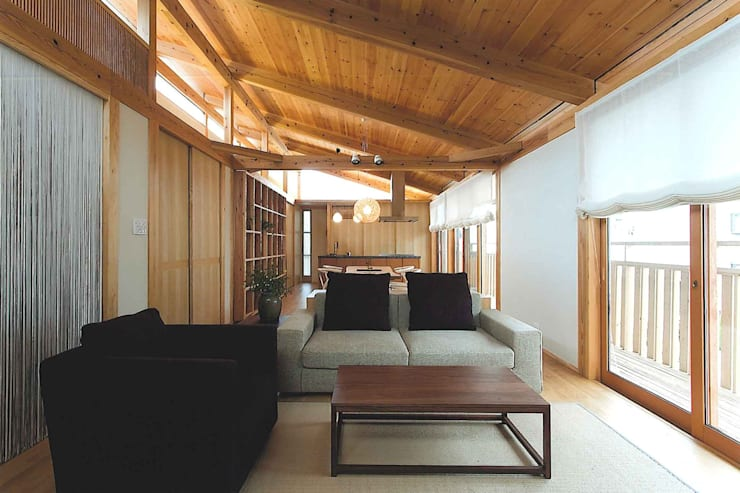 H house: ATELIER A+Aが手掛けたリビングです。