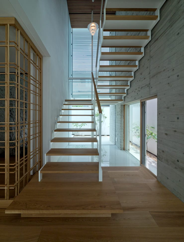 I house: ATELIER A+Aが手掛けた廊下 & 玄関です。