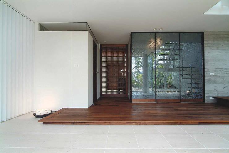 Ma house: ATELIER A+Aが手掛けた廊下 & 玄関です。