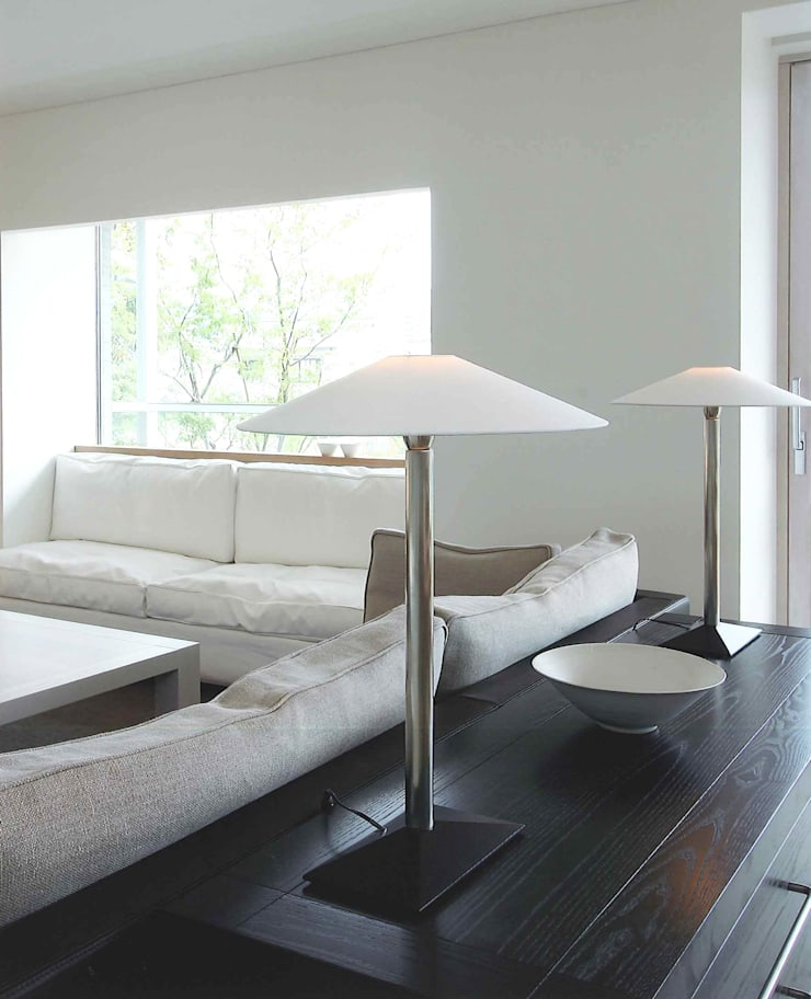 Ma house: ATELIER A+Aが手掛けたリビングです。