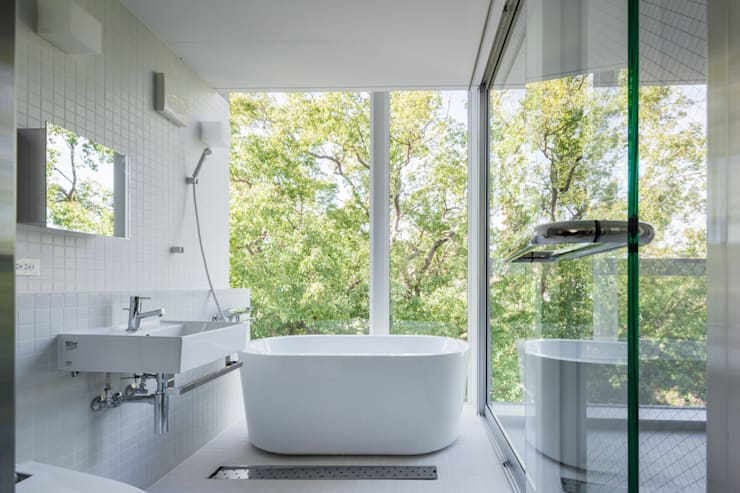 modern Bathroom by ATELIER A+A