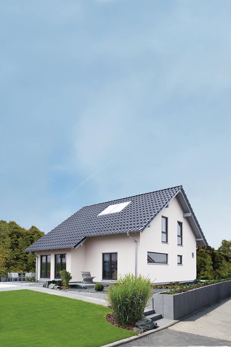 Casas unifamilares de estilo  de FingerHaus GmbH - Bauunternehmen in Frankenberg (Eder), Moderno