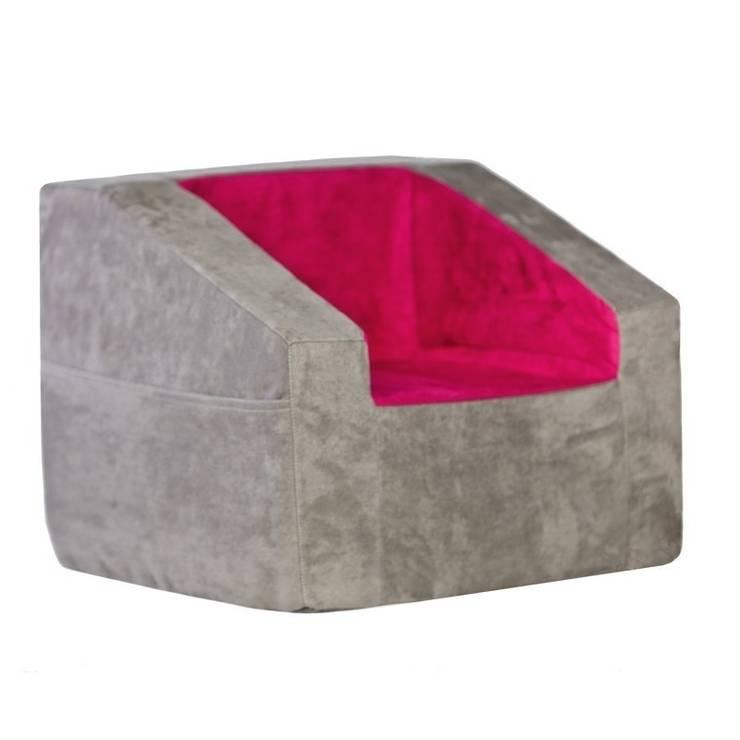 Fotelik Prius: styl , w kategorii Pokój dziecięcy zaprojektowany przez Sponge Design