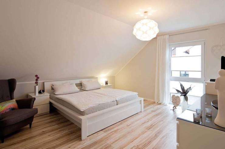 Dormitorios de estilo  de FingerHaus GmbH