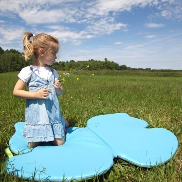 Mata motylek: styl , w kategorii Pokój dziecięcy zaprojektowany przez Sponge Design