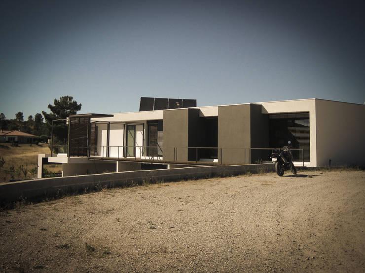 Habitação - Trancoso 8: Casas  por ARKIVO