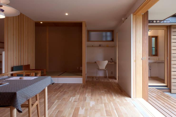 Salas multimedia de estilo  de 松原正明建築設計室, Moderno