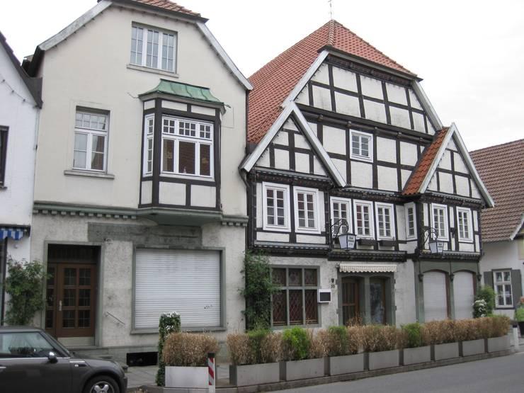 Straßenfassade vorher:   von Gröne Architektur GmbH