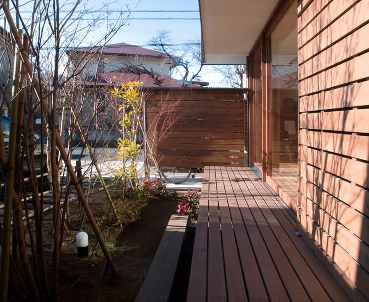 Terrazas de estilo  de 松原正明建築設計室, Moderno