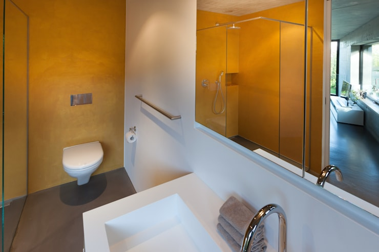 Bathroom by von Mann Architektur GmbH