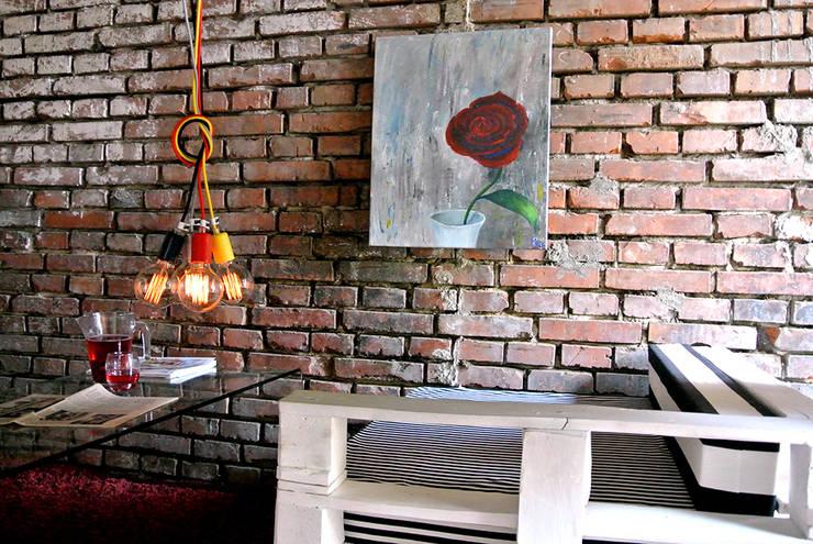 Lampy sufitowe imindesign w lofcie: styl , w kategorii Salon zaprojektowany przez IMIN
