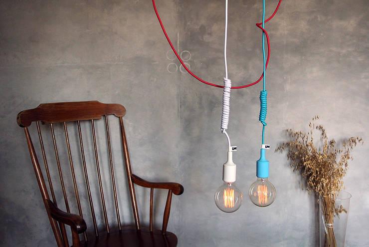 Lampa sufitowe od imindesign w wersji z trzema przewodami: styl , w kategorii Salon zaprojektowany przez IMIN,