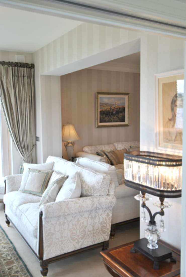 Formal Living Room:  Living room by CLAIRE HAMMOND INTERIORS