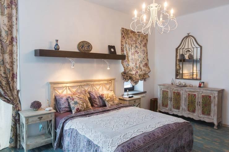 Испанский дом: Спальни в . Автор – Студия интерьерного декора PROSTRANSTVO U