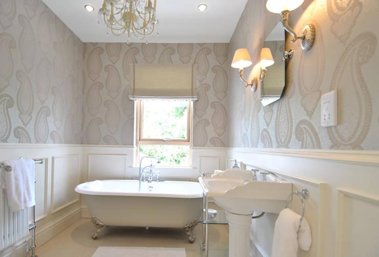 Bathroom by CLAIRE HAMMOND INTERIORS