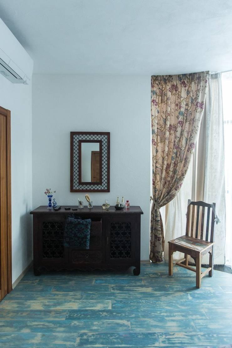 Испанский дом: опыт интерпретации средиземноморского стиля: Спальни в . Автор – Студия интерьерного декора PROSTRANSTVO U