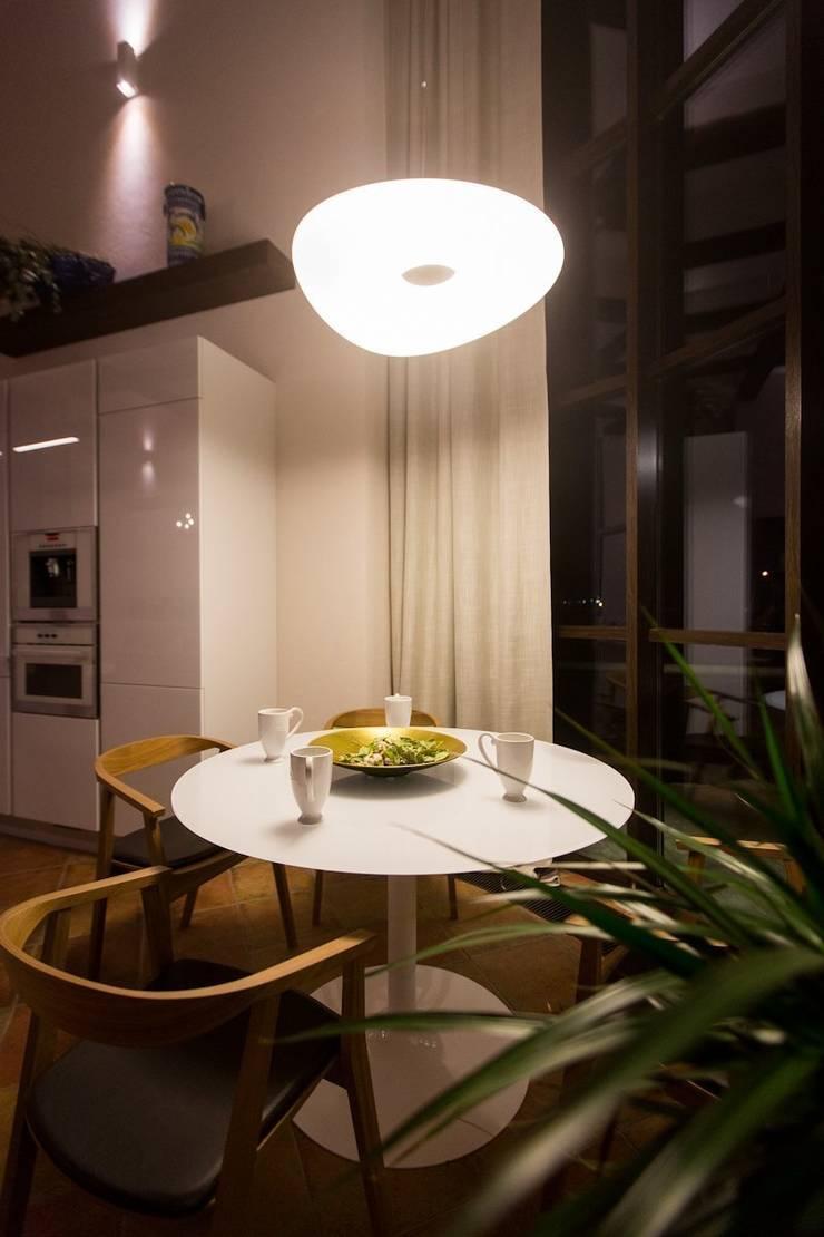 Испанский дом: опыт интерпретации средиземноморского стиля: Кухни в . Автор – Студия интерьерного декора PROSTRANSTVO U