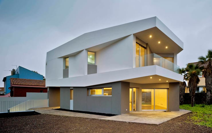 Vivienda unifamiliar Aislada en Tafira Alta: Casas de estilo  de BELLO Y MONTERDE arquitectos