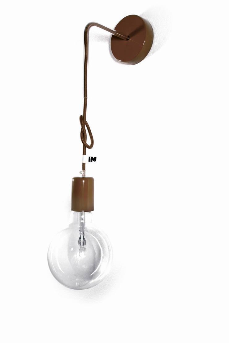 Nowoczesny kinkiet w kolorze brązowym imindesign: styl , w kategorii Łazienka zaprojektowany przez IMIN