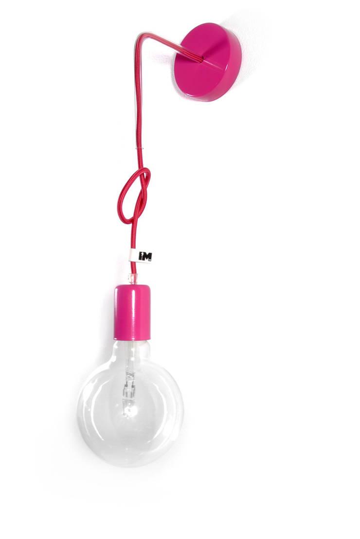 Nowoczesny kinkiet w kolorze różowym imindesign: styl , w kategorii Łazienka zaprojektowany przez IMIN
