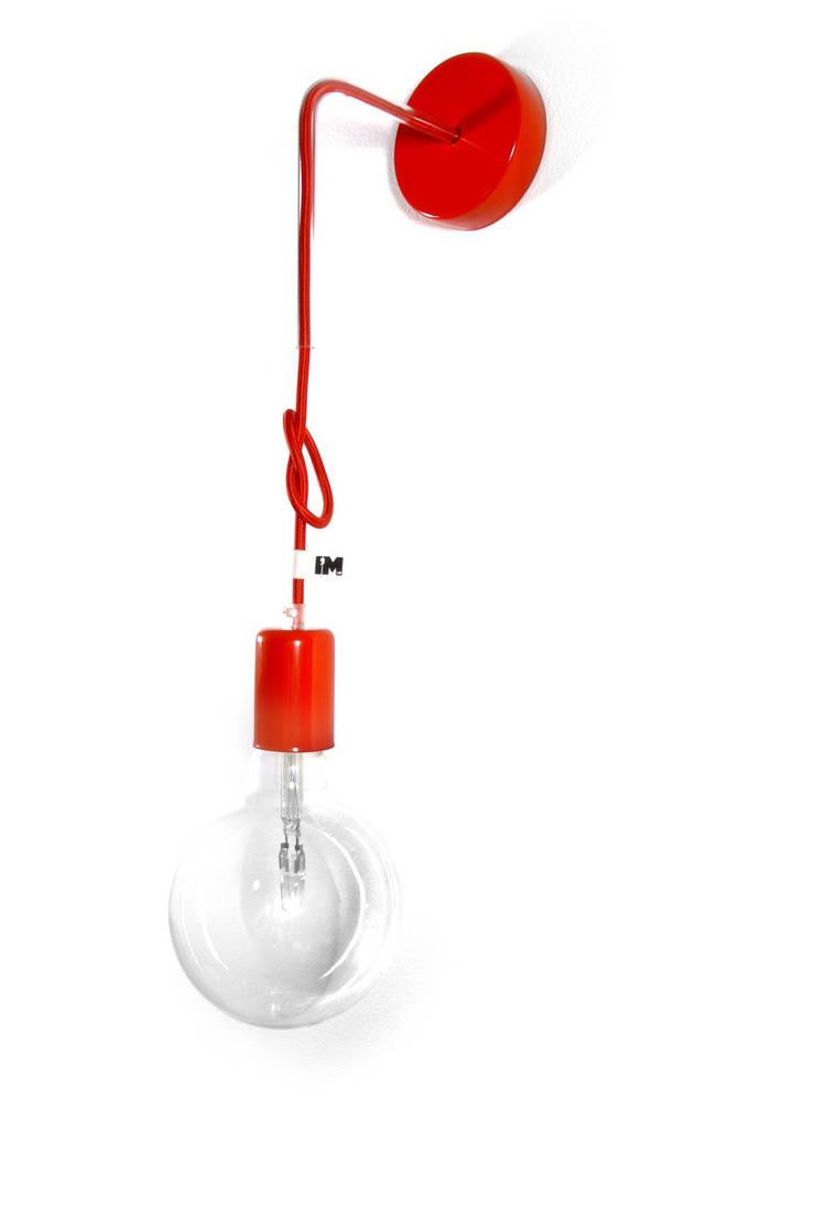 Nowoczesny kinkiet w kolorze czerwonym imindesign: styl , w kategorii Sypialnia zaprojektowany przez IMIN