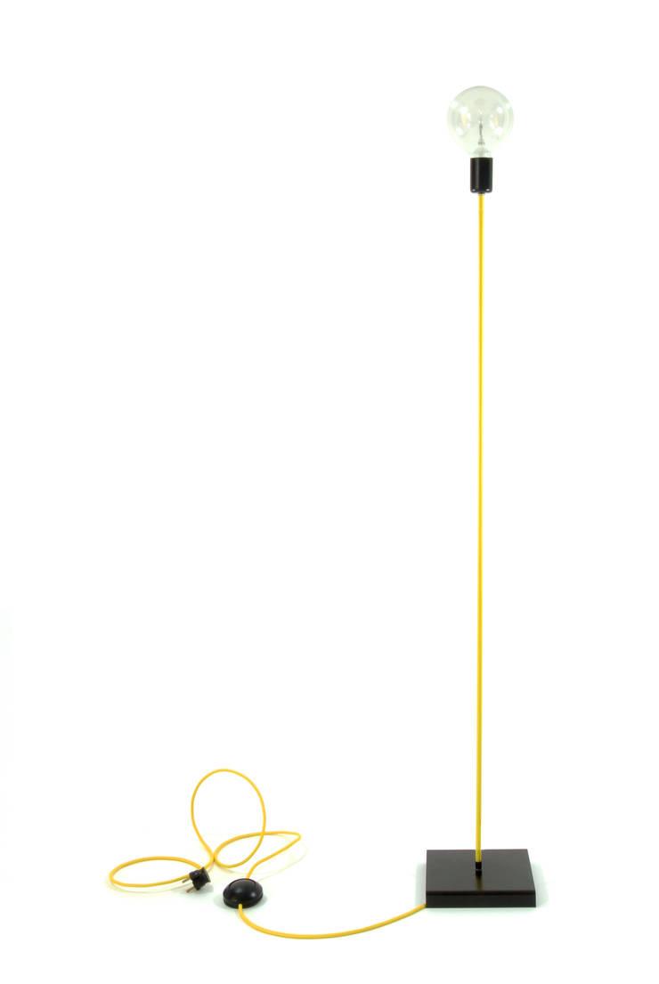 Lampa podłogowa iimndesign w kolorze żółtym: styl , w kategorii Salon zaprojektowany przez IMIN