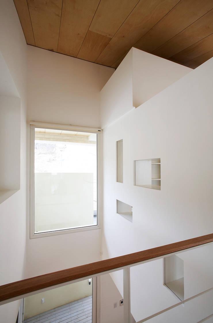 인천 검암동 주택: (주)건축사사무소 아뜰리에십칠의  베란다