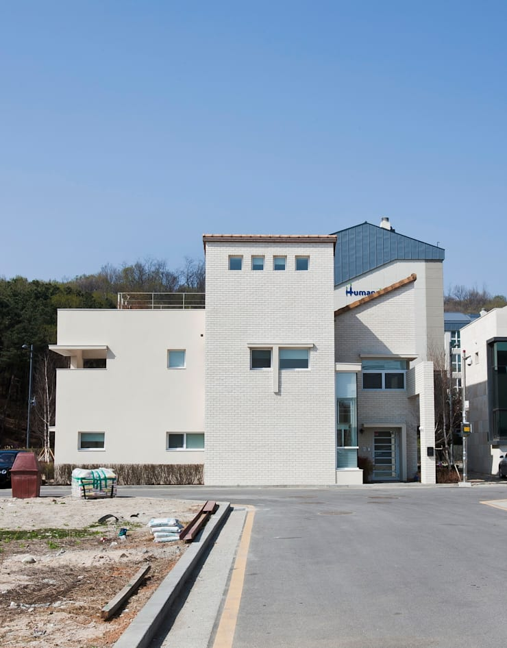 판교 호연당(好緣堂)주택: (주)건축사사무소 아뜰리에십칠의  주택