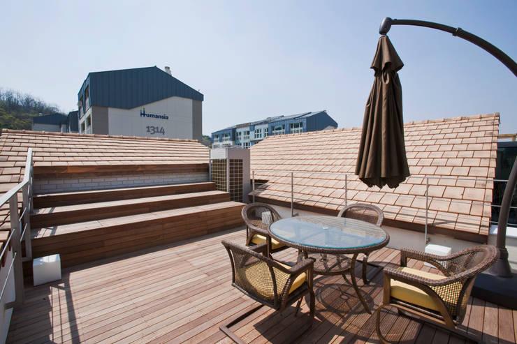 Terrasse de style  par (주)건축사사무소 아뜰리에십칠
