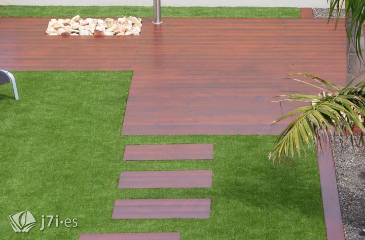7. Vista general desde la vivienda: Jardines de estilo  de Jardineria 7 islas