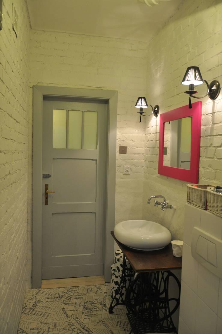Mieszkanie z duszą: styl , w kategorii Łazienka zaprojektowany przez Perfect Home