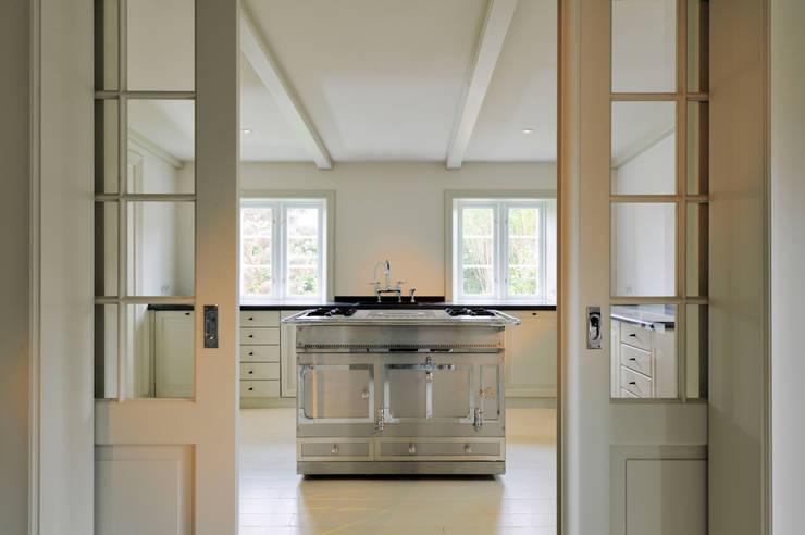 La-Cornue-Herd in der Küche: klassische Küche von Ralph Justus Maus Architektur