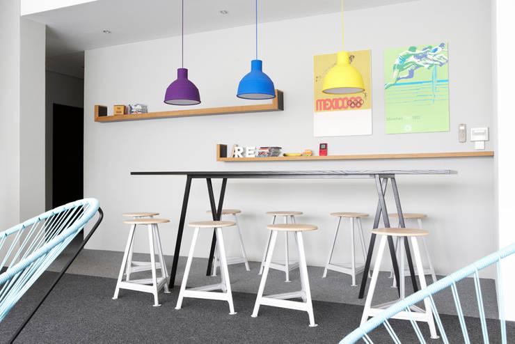 Lounge für Northworks:  Bürogebäude von Studio Uwe Gaertner Interior Design & Photography