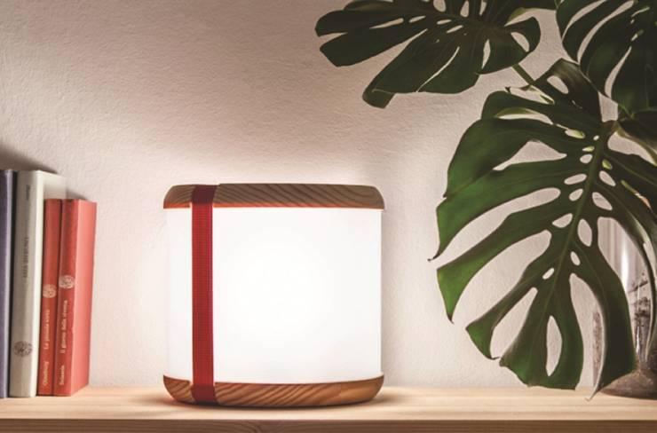 Tako Lamp: Casa in stile  di Maurizio Capannesi
