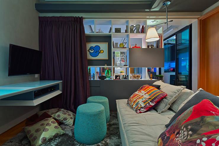 Escritório e Sala de TV: Escritórios  por Botti Arquitetura e Interiores-Natália Botelho e Paola Corteletti