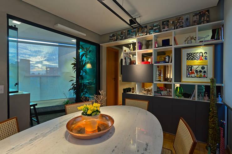 Sala de Jantar: Salas de jantar modernas por Botti Arquitetura e Interiores-Natália Botelho e Paola Corteletti