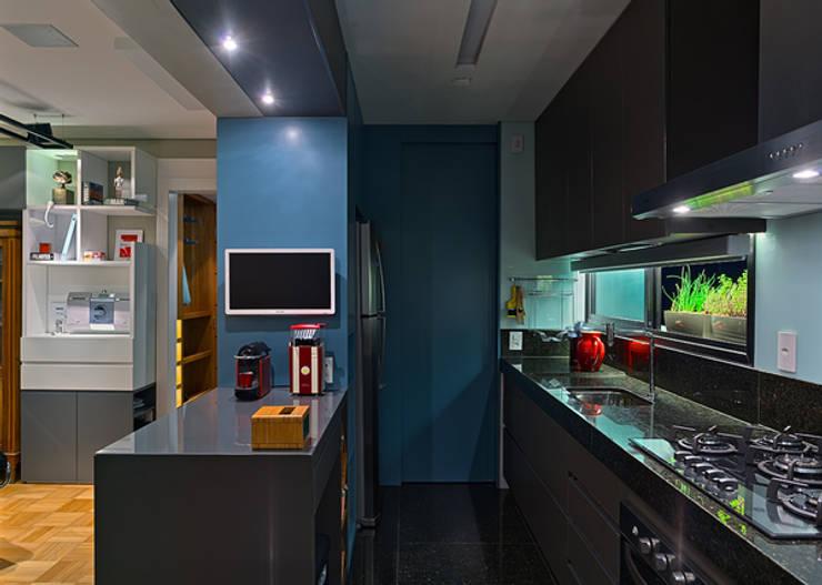 Cozinha: Cozinhas modernas por Botti Arquitetura e Interiores-Natália Botelho e Paola Corteletti