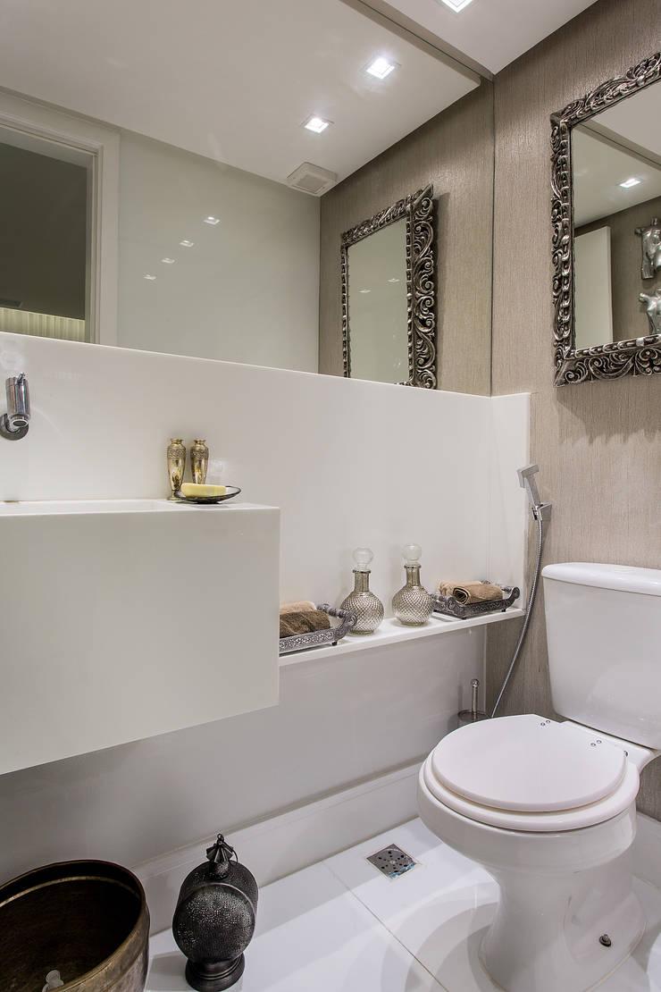 Lavabo: Banheiros clássicos por Milla Holtz Arquitetura