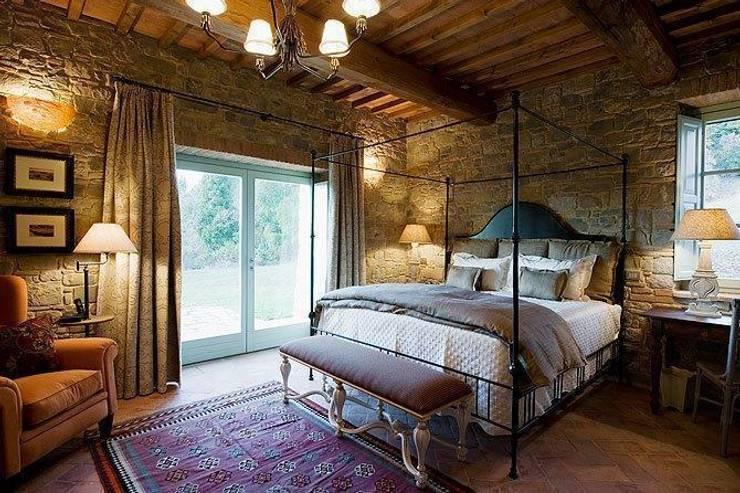 Camera da letto: Camera da letto in stile in stile Classico di PORTE ITALIA INTERIORS