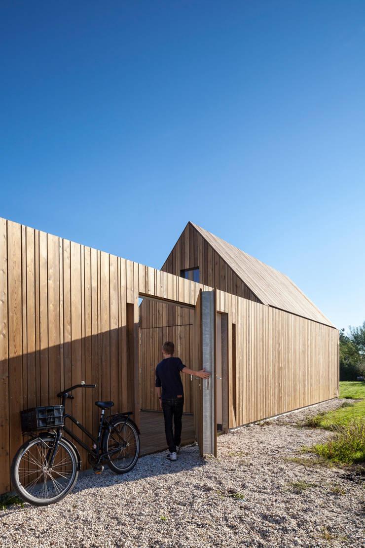 Woonhuis Kadoelen Amsterdam Noord:  Garage/schuur door Équipe architectuur en urbanisme, Minimalistisch
