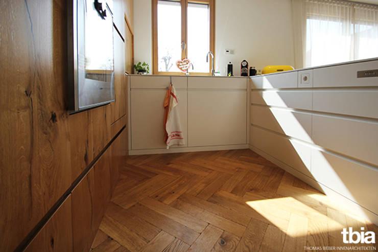 Cucina in stile in stile Moderno di tbia - Thomas Bieber InnenArchitekten