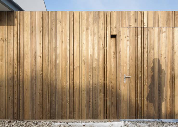 Woonhuis Kadoelen Amsterdam Noord:  Muren door Équipe architectuur en urbanisme, Modern