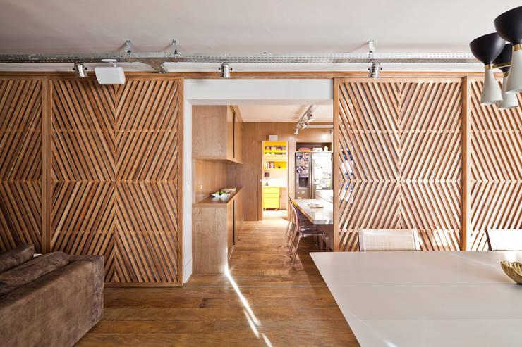 Painel vazado: Salas de jantar  por H2C Arquitetura