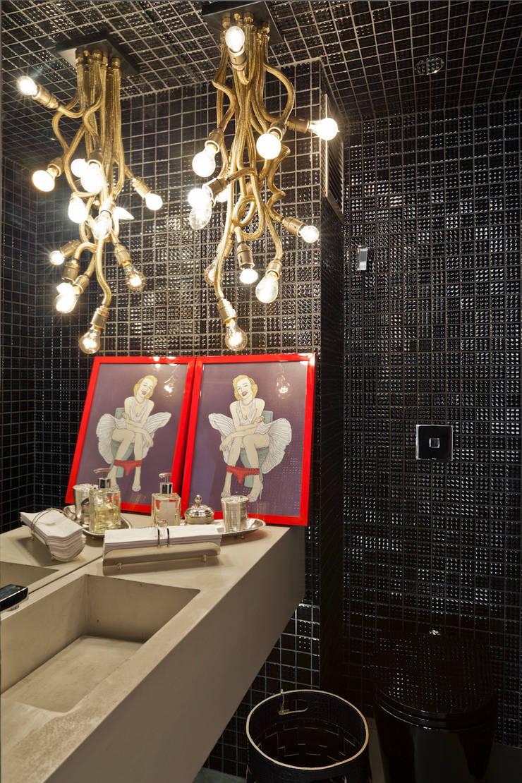 Lavabo: Banheiros  por H2C Arquitetura