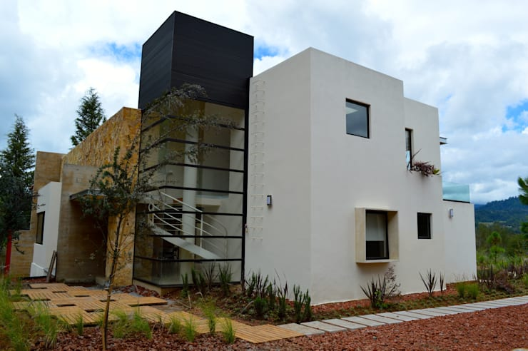 Casas de estilo  por Revah Arqs