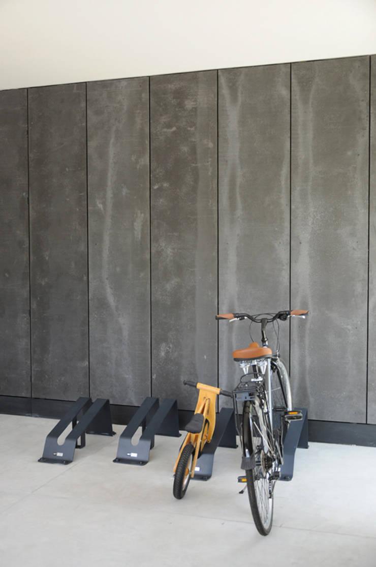 Clóset garaje: Garajes de estilo  por Mediamadera