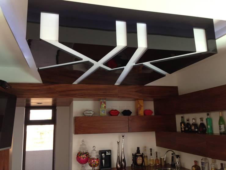 casa 240: Salas multimedia de estilo  por Hussein Garzon arquitectura