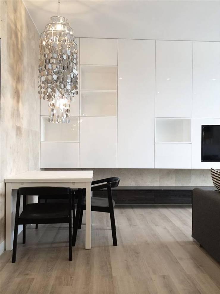 Mieszkanie Żoliborz: styl , w kategorii Salon zaprojektowany przez Projektowanie Wnętrz Suspenzo,Nowoczesny