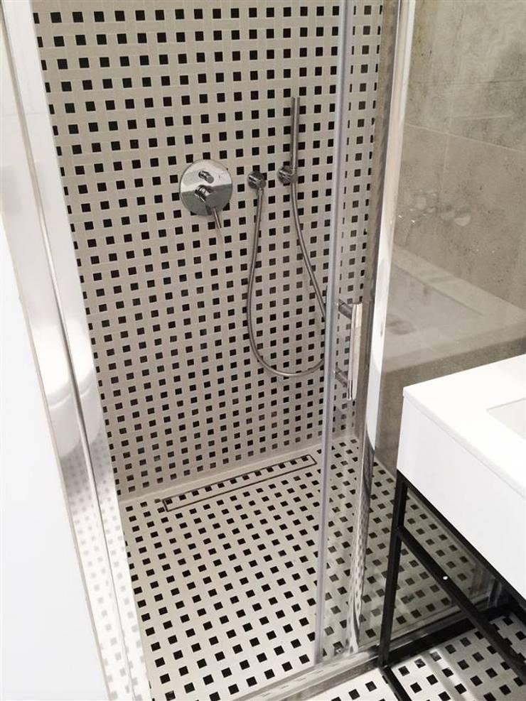 Mieszkanie Żoliborz: styl , w kategorii Łazienka zaprojektowany przez Projektowanie Wnętrz Suspenzo,Nowoczesny
