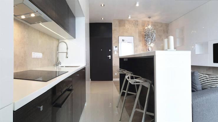 modern Kitchen by Projektowanie Wnętrz Suspenzo